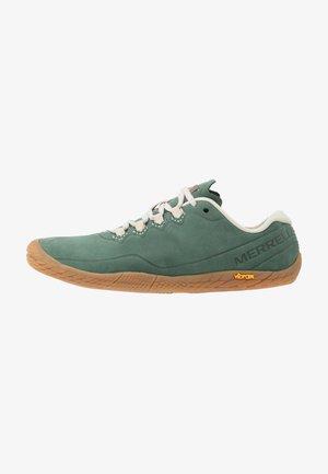 VAPOR GLOVE 3 LUNA  - Sports shoes - laurel