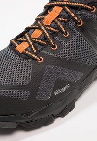 Merrell - FLEX GTX - Obuwie hikingowe - burnt/granite - 5