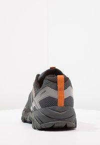 Merrell - FLEX GTX - Obuwie hikingowe - burnt/granite - 3