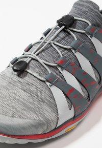 Merrell - TRAIL GLOVE 5 3D - Zapatillas de trail running - high rise - 5
