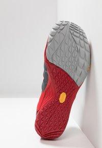 Merrell - TRAIL GLOVE 5 3D - Zapatillas de trail running - high rise - 4