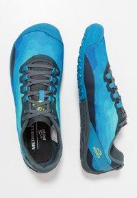 Merrell - VAPOR GLOVE 4 - Paljasjalkajuoksukengät - mediterranian blue - 1