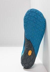 Merrell - VAPOR GLOVE 4 - Minimalist running shoes - mediterranian blue - 4