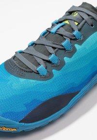 Merrell - VAPOR GLOVE 4 - Minimalist running shoes - mediterranian blue - 5
