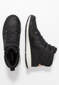 Merrell - ASHFORD CLASSIC CHUKKA - Chaussures de marche - black - 1