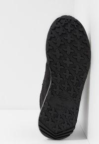 Merrell - ASHFORD CLASSIC CHUKKA - Chaussures de marche - black - 4