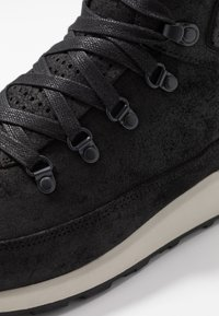 Merrell - ASHFORD CLASSIC CHUKKA - Chaussures de marche - black - 5