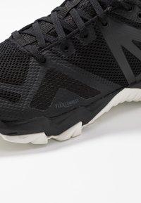 Merrell - MQM FLEX GTX - Zapatillas de senderismo - black/white - 5