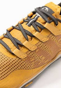 Merrell - TRAIL GLOVE 5 - Minimalist running shoes - gold - 5