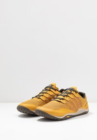 Merrell - TRAIL GLOVE 5 - Minimalist running shoes - gold - 2