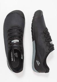 Merrell - VAPOR 4 - Minimalist running shoes - black - 1