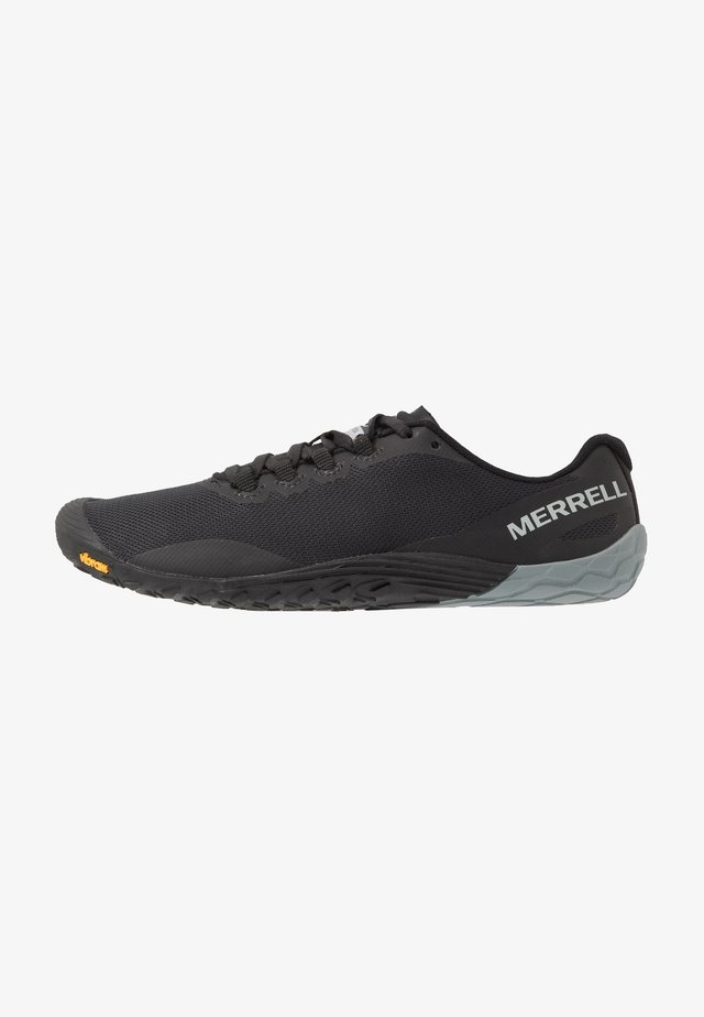 VAPOR 4 - Trainers - black