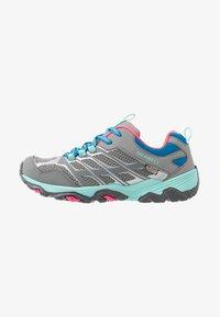 Merrell - MOAB FST LOW WTRPF - Outdoorschoenen - grey/turquoise/pink - 0