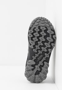 Merrell - CHAMELEON 7 LOW WTRPF - Hikingschuh - black/grey - 5