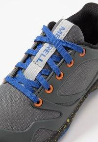 Merrell - M-ALTALIGHT LOW - Outdoorschoenen - grey/orange - 2