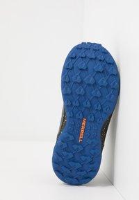 Merrell - M-ALTALIGHT LOW - Outdoorschoenen - grey/orange - 5