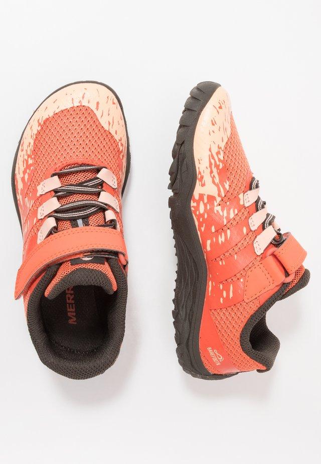 TRAIL GLOVE 5 - Běžecké boty do terénu - black goldfish