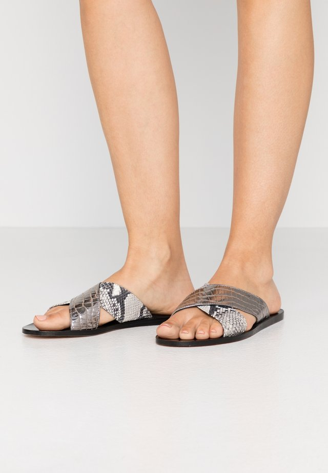 HANNA  - Pantolette flach - gunmetal/offwhite
