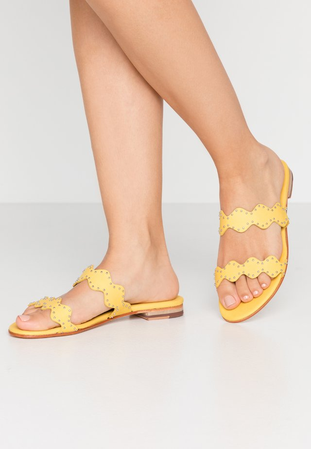 HANNA - Mules - yellow