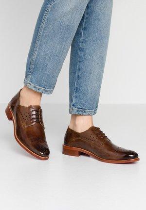 BETTY  - Oksfordki - nougat/dark brown
