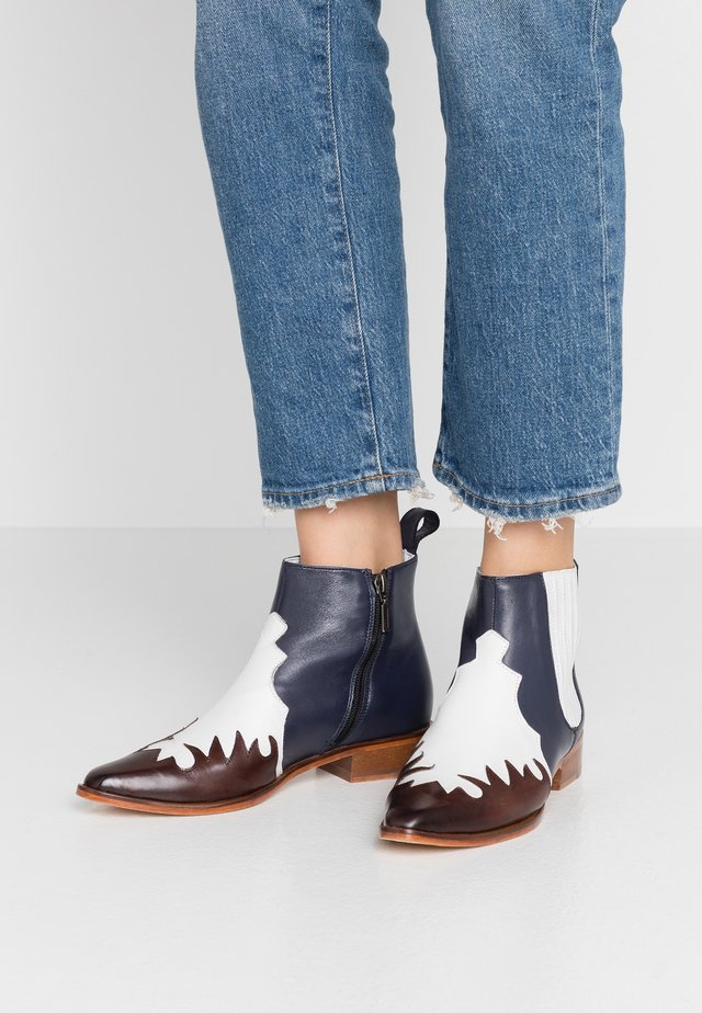 MARLIN - Ankle boots - white/deep navy