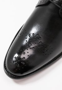 Melvin & Hamilton - BETTY - Kotníková obuv - black - 2