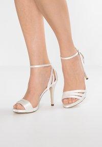 Menbur - Sandaler med høye hæler - white - 0