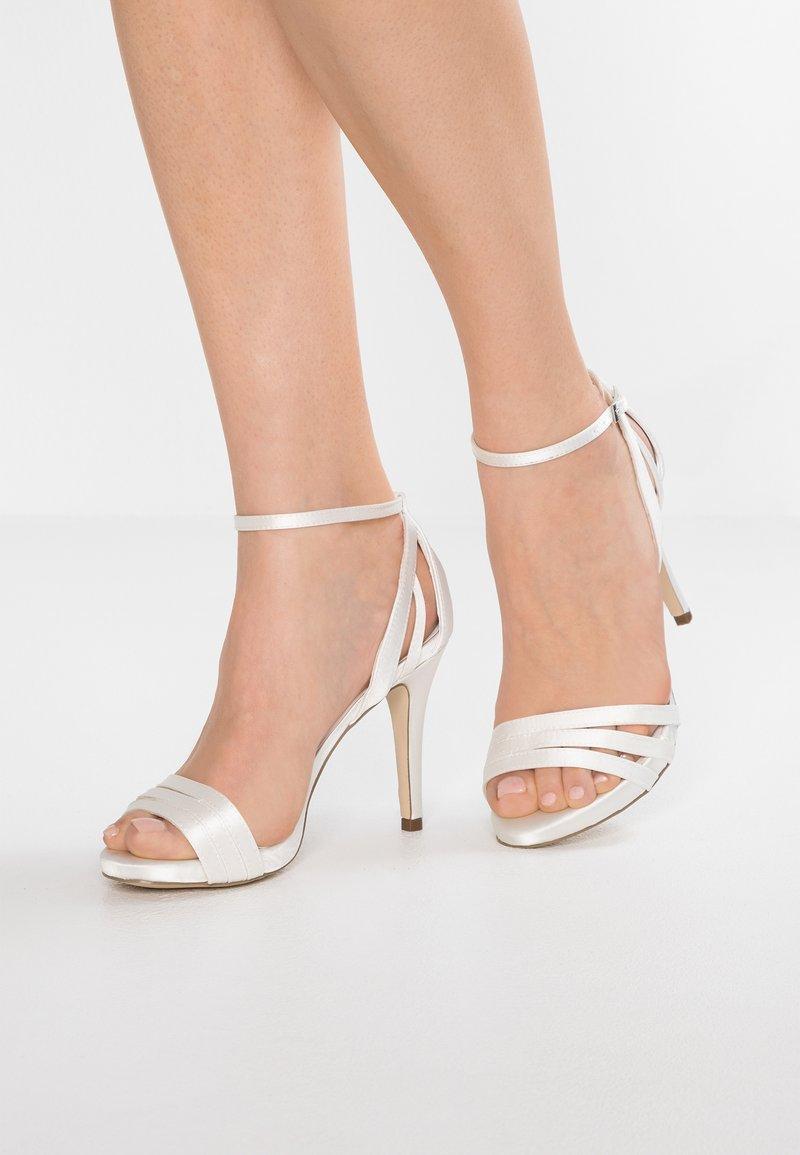 Menbur - Sandaler med høye hæler - white