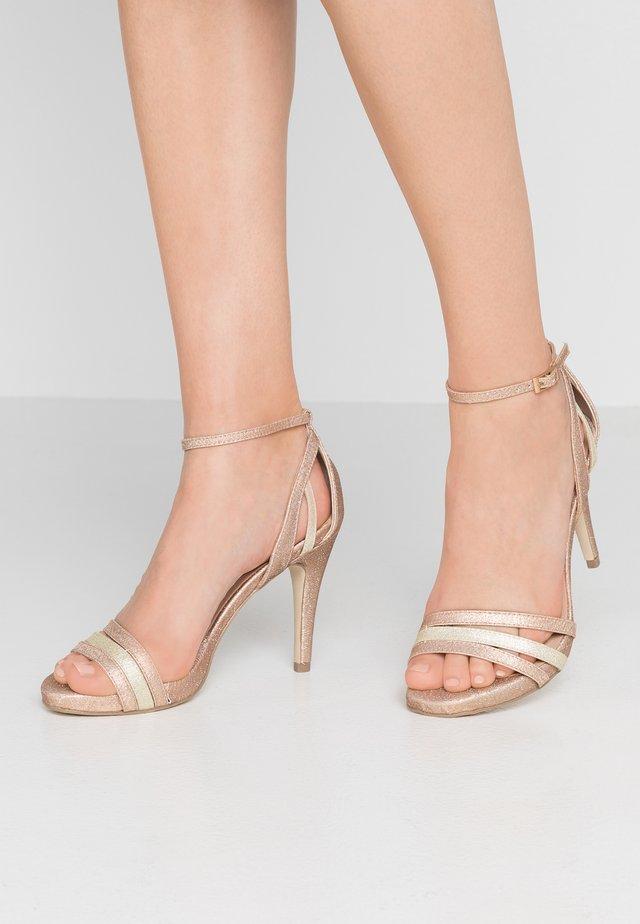 Sandales à talons hauts - sand