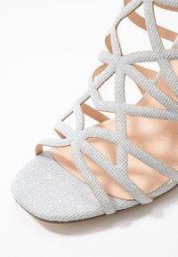 Menbur - Højhælede sandaletter / Højhælede sandaler - plata - 2