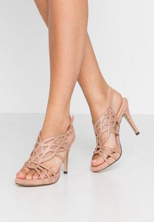 Sandály na vysokém podpatku - piel