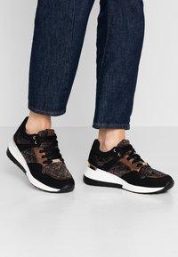 Menbur - Sneakers - black - 0