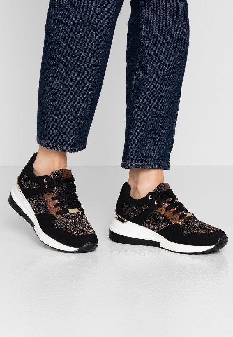 Menbur - Sneakers laag - black