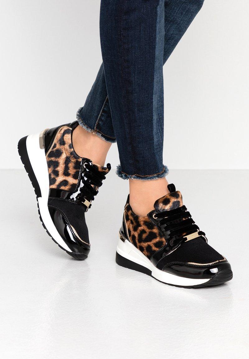 Menbur - Sneakers - black