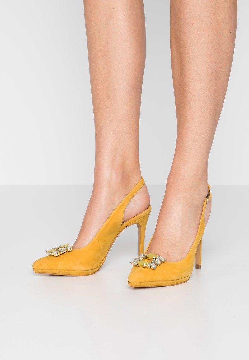 Menbur - Korolliset avokkaat - yellow