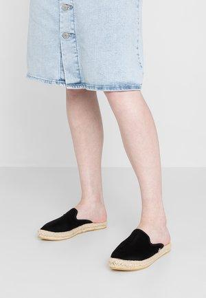CASPYA - Pantolette flach - deep black