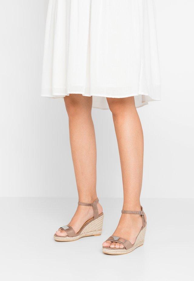 CAPUCINE - Korolliset sandaalit - taupe