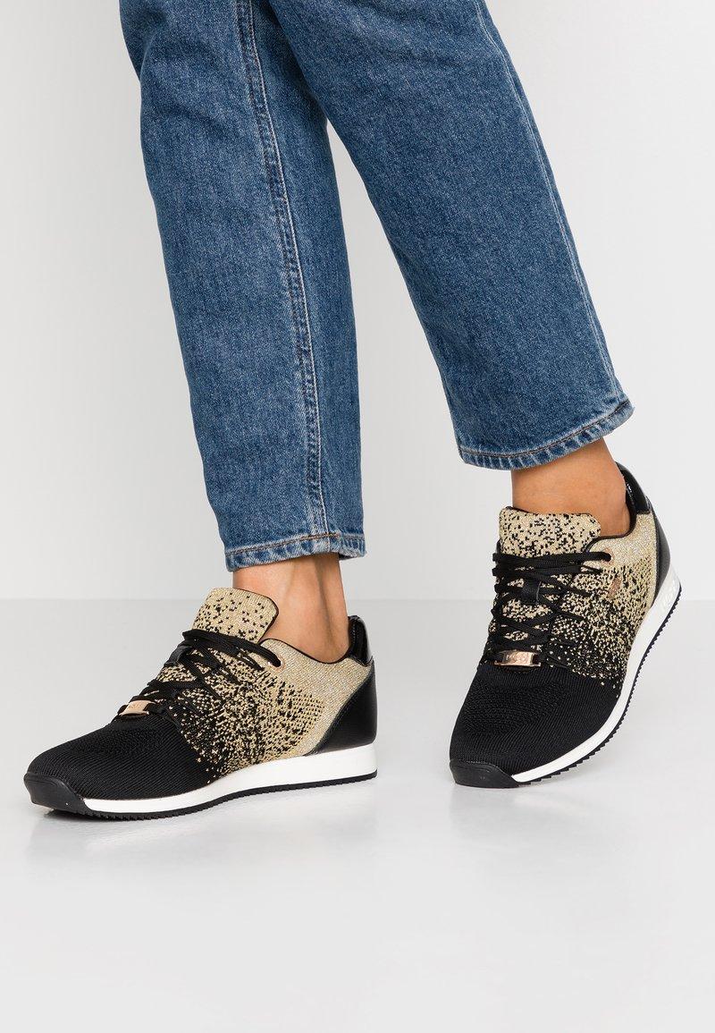 Mexx - DJAIMY - Sneakers - black/gold