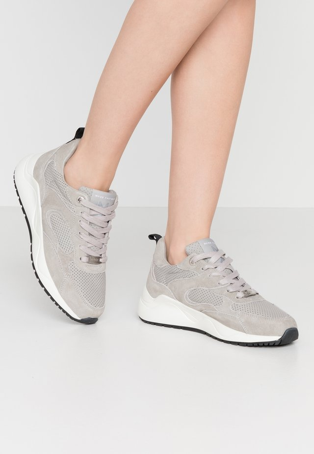 DYONNA - Trainers - light grey