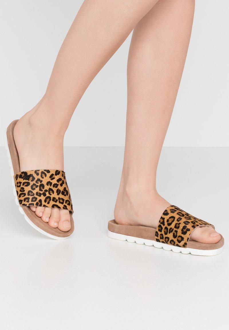 Mexx - EBBA - Pantofle - tan