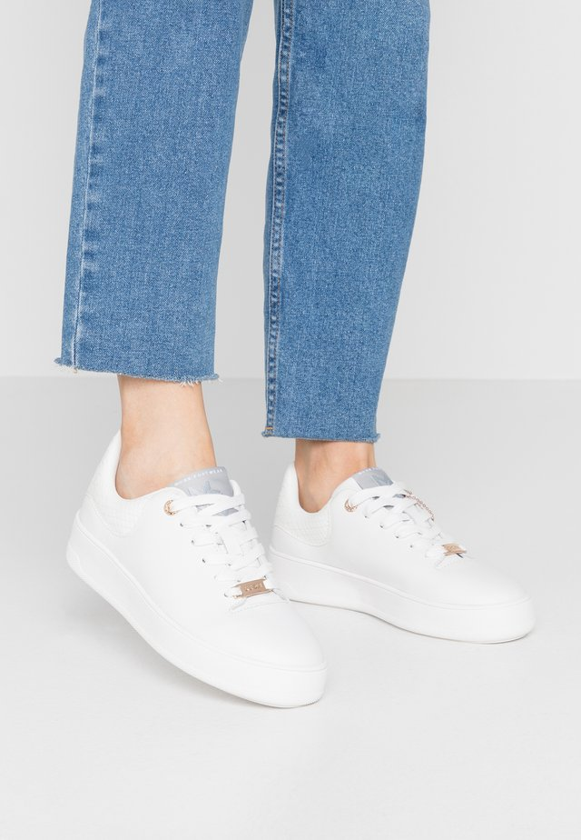 ELINE - Trainers - white