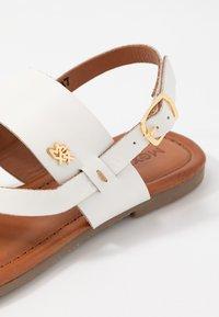Mexx - EVELINN - Sandály s odděleným palcem - white - 2