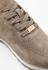 Mexx - CIRSTEN - Sneakers - taupe - 2