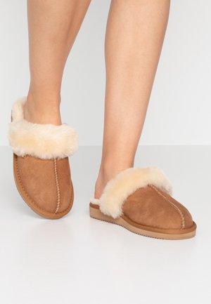 BLIXA - Domácí obuv - chestnut
