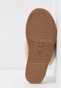 Mexx - BLIXA - Domácí obuv - chestnut - 6
