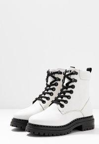 Mexx - DEVI - Kotníkové boty na platformě - white - 4