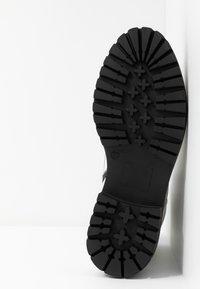 Mexx - DEVI - Kotníkové boty na platformě - white - 6