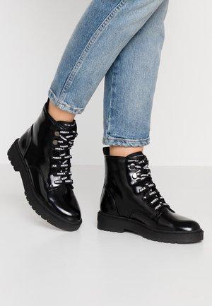 DARIA - Šněrovací kotníkové boty - black