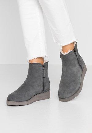 BERBER - Kotníkové boty na platformě - grey