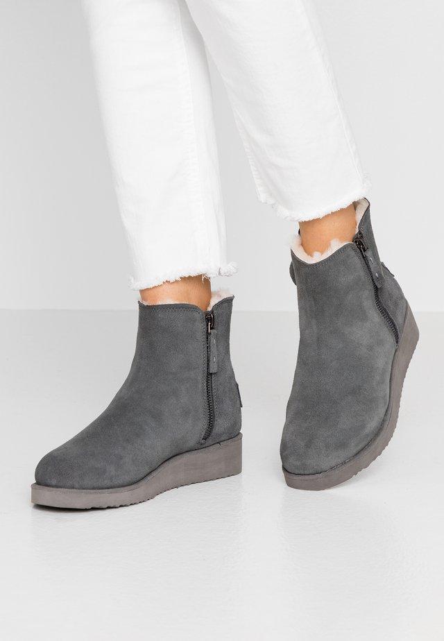BERBER - Plateaustøvletter - grey